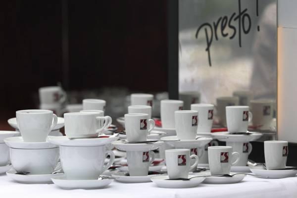 Espressobar im Plangarten bei einer Hochzeit