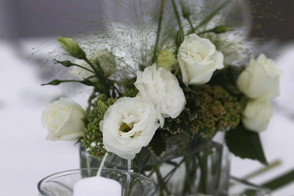 Hochzeitsfoto im Plangarten. Deko Blume