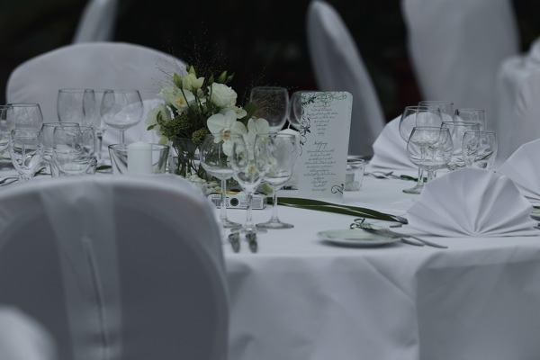 Hochzeitsfoto im Plangarten. Tischdeko
