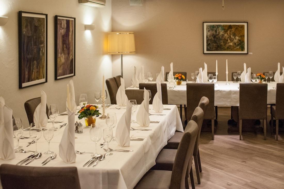 festlich gedeckter Tisch im Restaurant Stuttgart