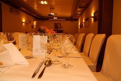 Detailaufnahme des gedeckten Tischs
