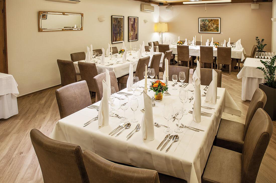 festlich gedeckte Tische im Restaurant Ratsstuben