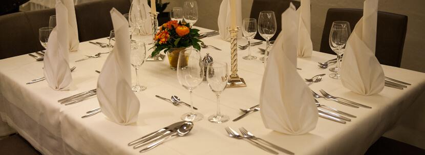 Teaserbild - Restaurant Ratsstuben - festlich gedeckter Tisch